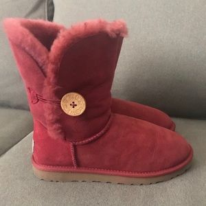 Classic Bailey Single Button Red UGGS
